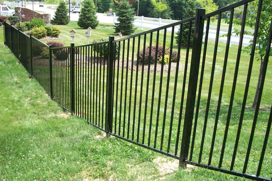 6 fencing considerations straight line fence - Aluminum vs steel fencing ...