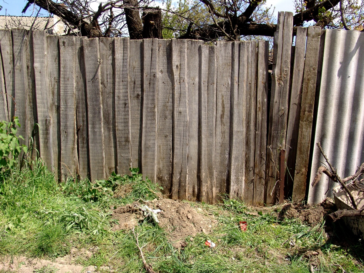Tips For Tearing Down An Old Fence Straight Line Fence