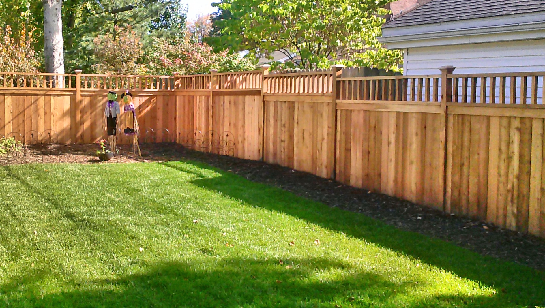 Good fences make good neighbors straight line fence for Fences privacy