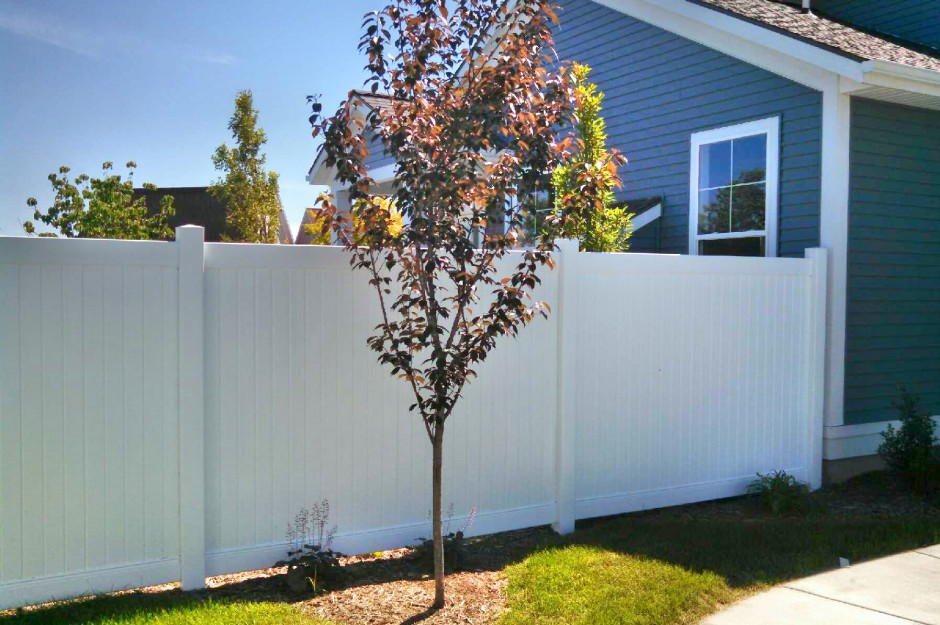 Cleaning Your Vinyl Fence